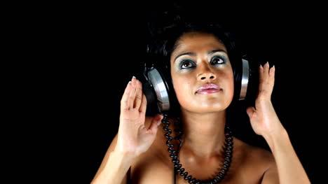 Lady-Wearing-Headphones-08