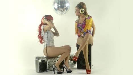 Women-Dancing-0-21