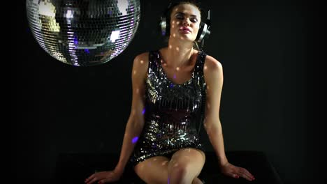 Dancing-with-Discoball-0-05