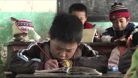 Children-practice-writing-in-a-rural-classroom-in-China-3