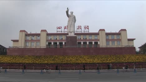 A-statue-of-Chinese-dictator-Mao-signals-to-a-new-China-1
