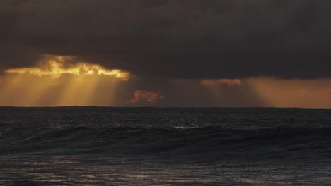 A-storm-surge-precedes-a-big-Hawaiian-storm-1