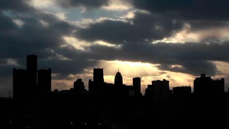 Edificios-En-Una-Tarde-Nublada-En-Detroit-Michigan