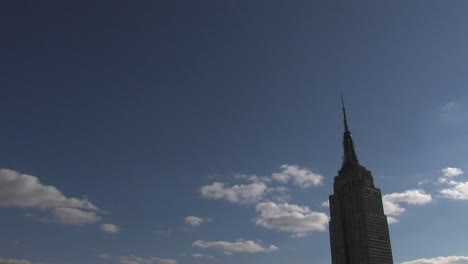 High-clouds-pass-the-Empire-State-building