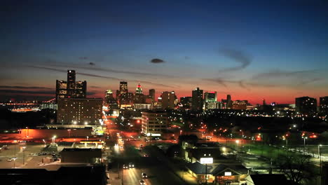 Time-lapse-late-evening-view-of-Detroit-Michigan-