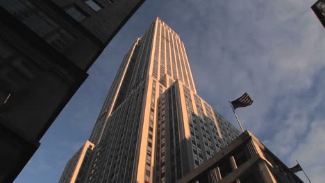 The-Empire-State-Building-seen-from-the-street