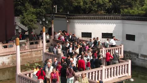 People-enter-and-leave-a-Chinese-building