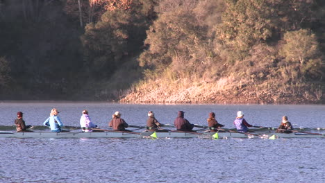 Panning-of-an-eight-person-rowing-sweep-on-Lake-Casitas-in-Oak-View-California