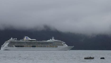 Time-lapse-of-a-cruise-ship-leaving-Seward-Alaska