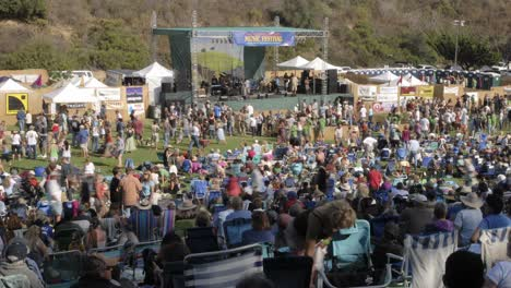 Time-lapse-of-a-crowd-at-an-outdoor-concert-in-Ventura-California