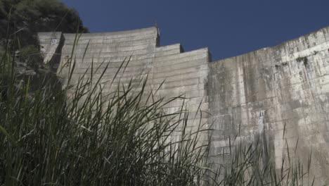 Looking-up-at-Matilija-Dam-in-Ojai-California