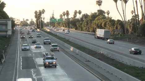Time-lapse-of-cars-and-trucks-driving-on-Highway-101-in-Ventura-California