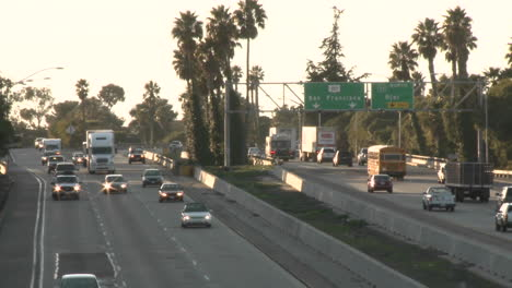 Cars-and-trucks-driving-on-Highway-101-in-Ventura-California