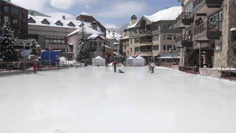 Time-lapse-of-ice-skaters-in-Beaver-Creek-Colorado