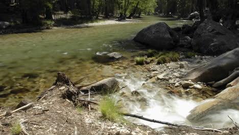 Lapso-De-Tiempo-Del-Río-Kings-En-El-Parque-Nacional-Kings-Canyon-California