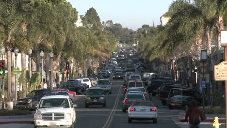 Cars-driving-on-Main-Street-in-downtown-Ventura-California