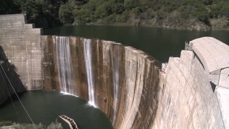 Pan-side-view-of-water-spilling-over-the-Matilija-Dam-in-Ojai-California