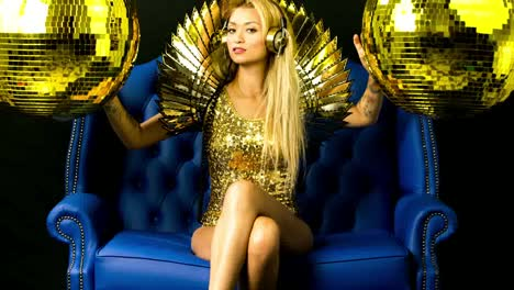 Woman-Shiny-Gold-02