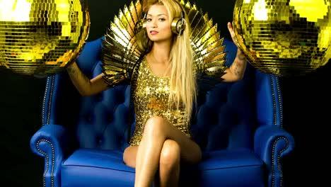 Mujer-brillante-oro-02