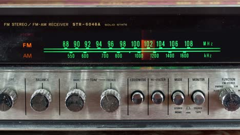 Wallpaper-Radio-00