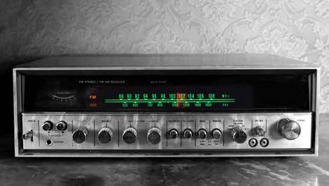 Wallpaper-Radio-04