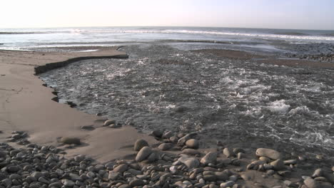 Water-flowing-out-of-the-Ventura-Río-estuary-at-Surfers-Point-in-Ventura-California
