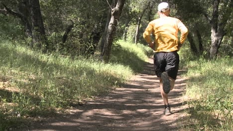 Man-trail-running-in-the-forest-on-the-Ventura-River-Preserve-in-Ojai-California