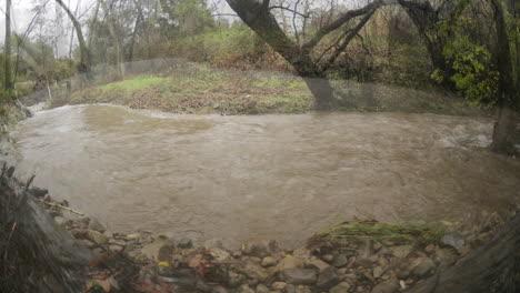 Lapso-De-Tiempo-Desde-Tres-ángulos-De-Las-Inundaciones-De-San-Antonio-Creek-Durante-Una-Tormenta-En-Ojai-California