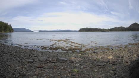 Lapso-De-Tiempo-Del-Aumento-De-La-Marea-En-El-Puerto-De-Pavlof-Frente-A-La-Isla-De-Chichagof-En-El-Sureste-De-Alaska