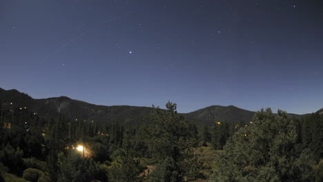 Time-lapse-motion-of-star-trails-and-full-moon-setting-over-Pine-Mountain-Club-California