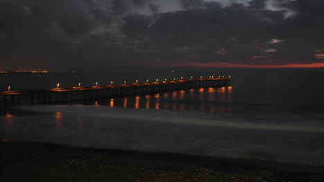 Nachtzeitraffer-Von-Wolken-Und-Wellen-Am-Historischen-San-Buenaventura-Pier-In-Ventura-Kalifornien-Ca
