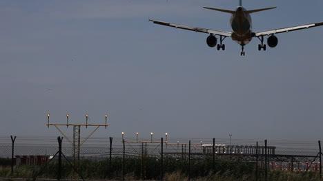 Airplane-Landing-01