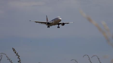 Airplane-Landing-02