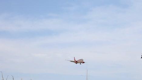 Airplane-Landing-03