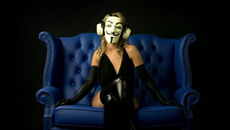 Masked-Dancing-Woman-01