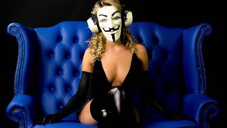 Woman-Masked-02
