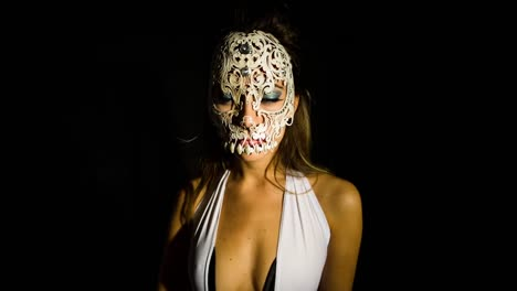 Woman-Skull-03
