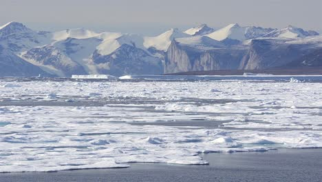 Pasado-El-Hielo-Marino-A-La-Deriva-En-Busca-De-Osos-Polares-En-Hecla-Y-Garra-A-Través-De-La-Isla-De-Baffin-Nunavut-Canadá