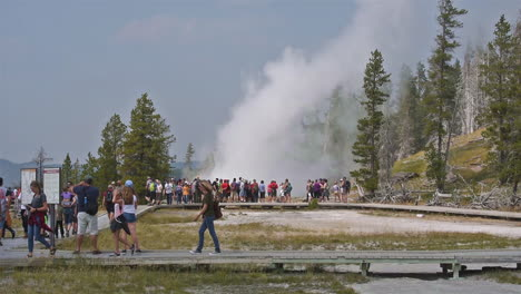 A-large-group-of-tourists-observe-the-eruption-of-Old-Faithful-geyser-in-Yellowstone-National-Park-1