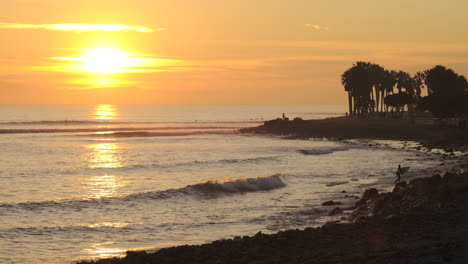 Time-lapse-of-sun-setting-over-the-Pacific-Ocean-at-Surfers-Point-in-Ventura-California