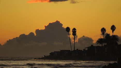 Lapso-De-Tiempo-De-Nubes-De-Tormenta-Pasando-Faria-Beach-En-El-Condado-De-Ventura-California