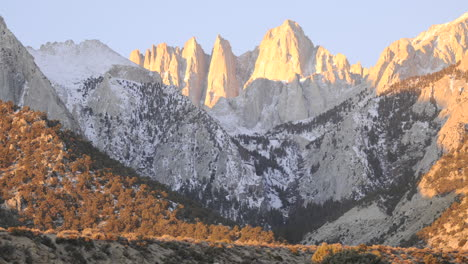 Sunrise-time-lapse-on-Mount-Whitney-in-the-Sierra-Nevada-Mountains-near-Lone-Pine-California
