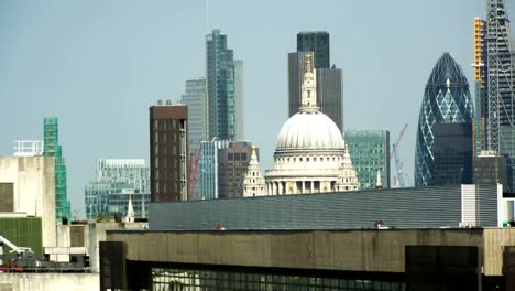 London-City-Close-Pan-01