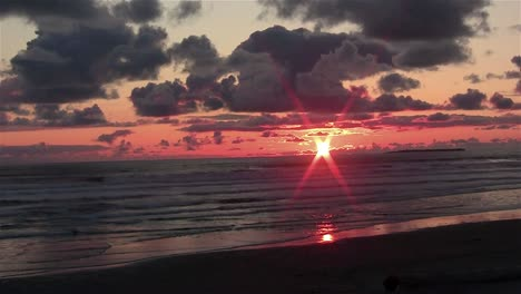 A-beautiful-sunset-over-the-Pacific-on-the-Olympic-Peninsula