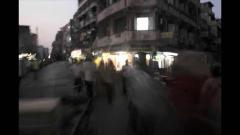 Schwindelerregender-Zeitraffer-Des-Verkehrs-Auf-Einer-Indischen-Straße