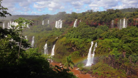 The-beautiful-Iguacu-waterfall