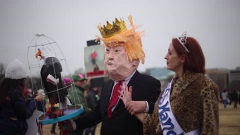 Los-Manifestantes-Se-Burlan-De-Donald-Trump-En-Un-Mitin-Antitrump-En-Washington-Dc