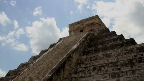 Kukulkan-Pyramid-at-Chichen-Itza
