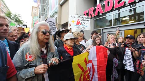 Jane-Fonda-leads-protestors-in-Hollywood-marching-against-the-Dakota-access-pipeline-2