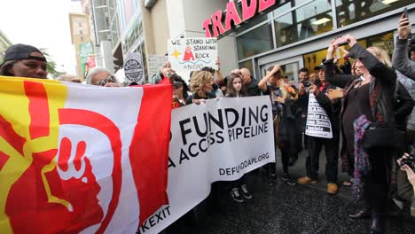 Jane-Fonda-leads-protestors-in-Hollywood-marching-against-the-Dakota-access-pipeline-3